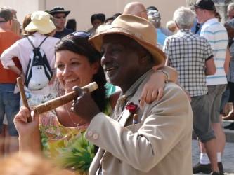 thumbnail_82_Habana_Vieja,_Foto_mit_Zigarre_in_Alt-Havanna